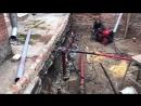 Монтаж винтовых свай ГЗУ 11000 Геркулес Установкой для закручивания свай вблизи построек