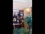 Виктория Олюнина и Юлия Тихомирова исполняют песню В. Цоя