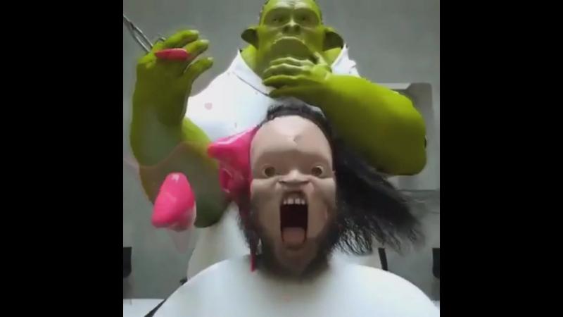 Димон - ухо, братан потерял ухо !