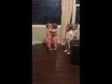 Все девочки любят обниматься!