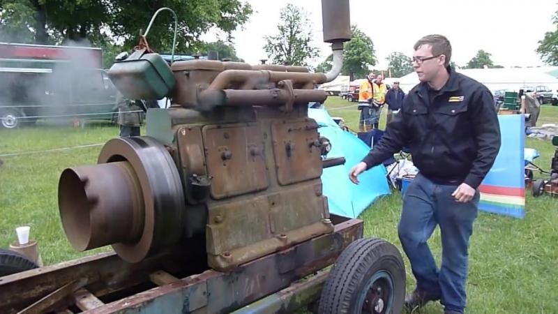 Start of a Lister 4 Cylinder by hand,stationary engine,Stationärmotor,Dieselmotor,Lister