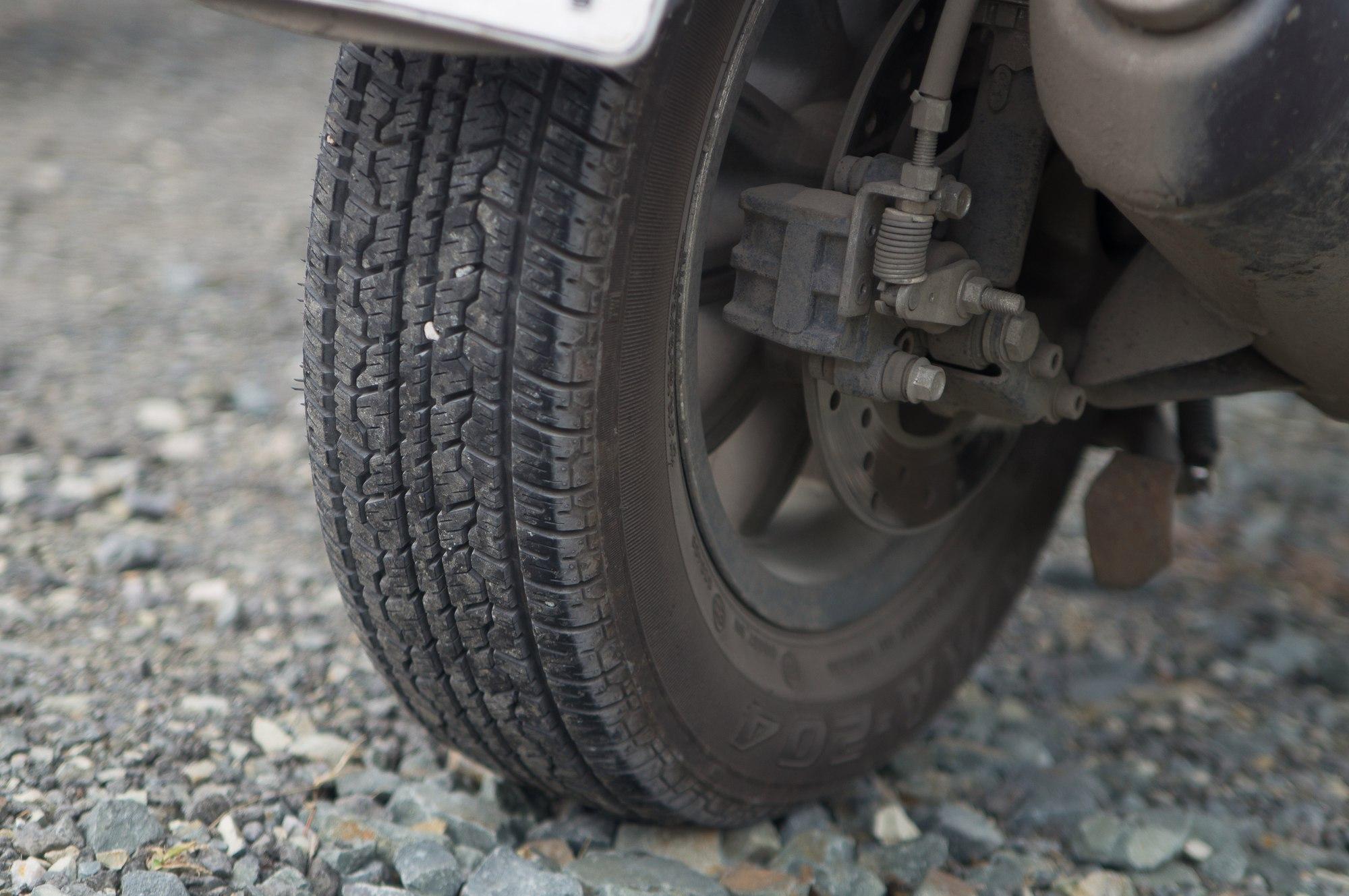 piaggio mp3 darkside tire