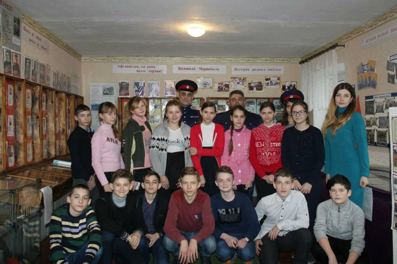 Ровеньковские казаки провели урок мужества ко Дню защитника Отечества