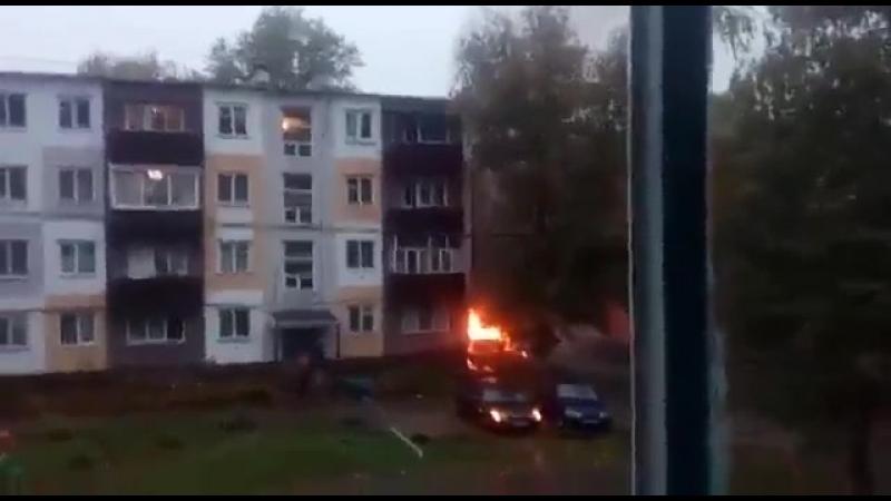 ВЗРЫВ АВТО ВО ДВОРЕ \ The car exploded in the yard!