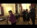 Ветераны физфака исполняют быстрый танец