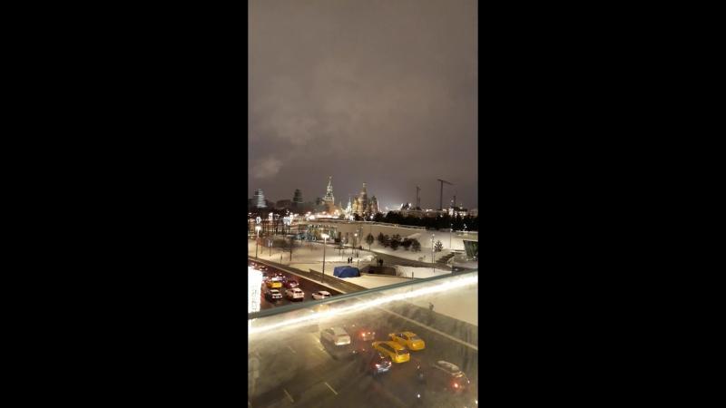 Вечерняя Москва с парящего моста Зарядья