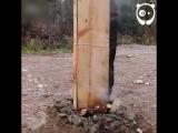 Мужик самостоятельно построил дом в лесу