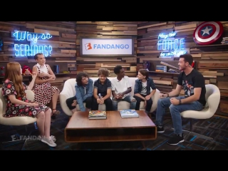 THE CAST OF STRANGER THINGS GEEKING OVER ITS ALWAYS SUNNY IN PHILADELPHIA IS THE BEST THING IVE EVER SEEN