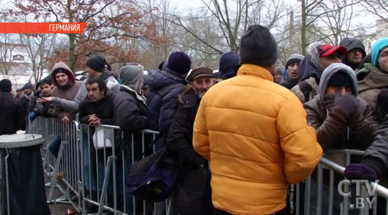 Власти ФРГ незнают о местоположении около 30 000 мигрантов