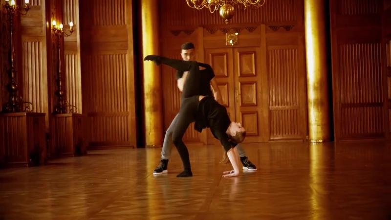 Сочетание двух танцевальных стилей (6 sec)
