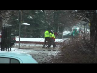 В Твери ведётся зимняя уборка города.