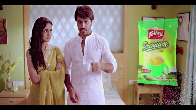 Санайя и Ашиш в рекламе чая