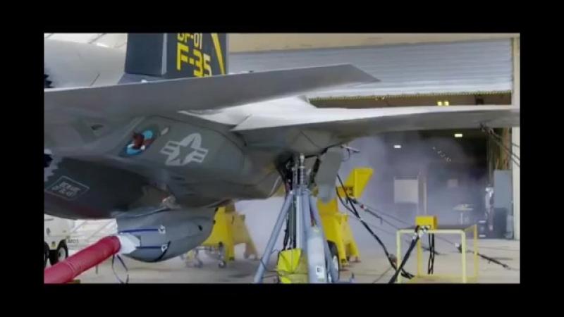 Испытание бортового пулемета американского истребителя.