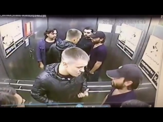 Кулачный бой в лифте