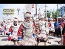 Праздничное шествие женщин народности мяо в традиционных костюмах