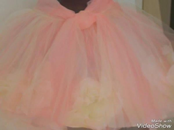 Платье с объемными цветами.