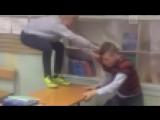 Школьника избили в классе в Ленинградской области