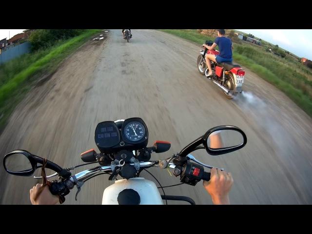 Самый быстрый мотоцикл   ИЖ Планета 5 обгоняет ИЖ Юпитер 5   90 КМ/Ч