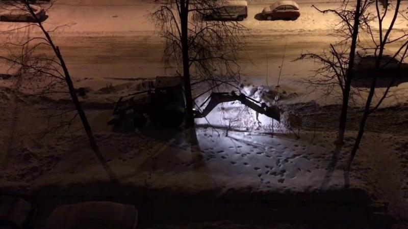 Чистка снега ковшом в 3 часа ночи Нижний Новгород