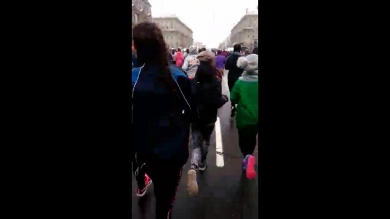 Наши девчонки, не поддались соблазну вкусняшкам дома, а вышли на улицу и пробежали Beаuty run! Хотя после забега, они могут позв