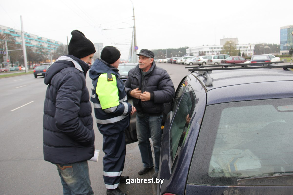 ГАИ проверила наличие зимних шин на автомобилях брестчан