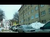 Пробка из-за припаркованных машин на ул.Советской в Воронеже