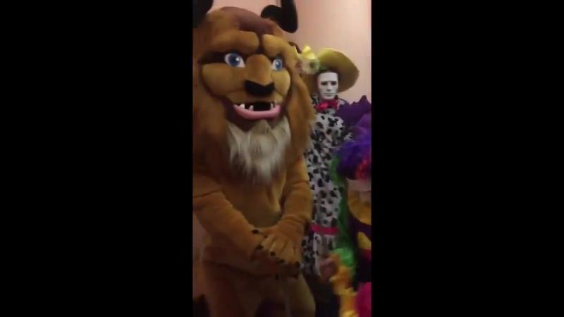 Работники театров тоже сняли эротический клип на песню Satisfaction