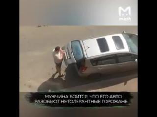 В Краснодаре живет гений конспирации из Украины.Он каждый день снимает и крепит обратно укр. номера с авто из-за боязни возмезди