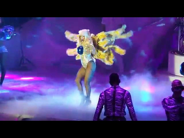 Lady Gaga Live in Berlin 09.10.2014 Eröffnungssong rainbowNATION