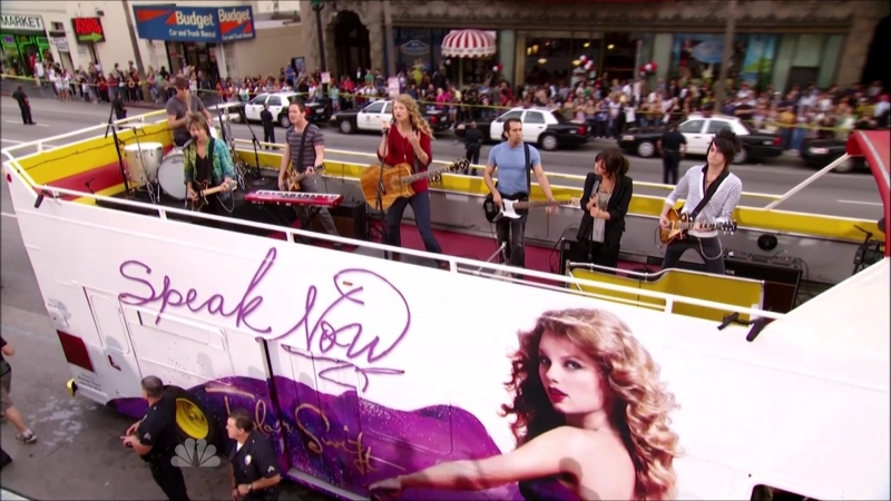 Taylor Swift - Long Live (Live at Hollywood and Highland Center, NBC Thanksgiving Special 2010)