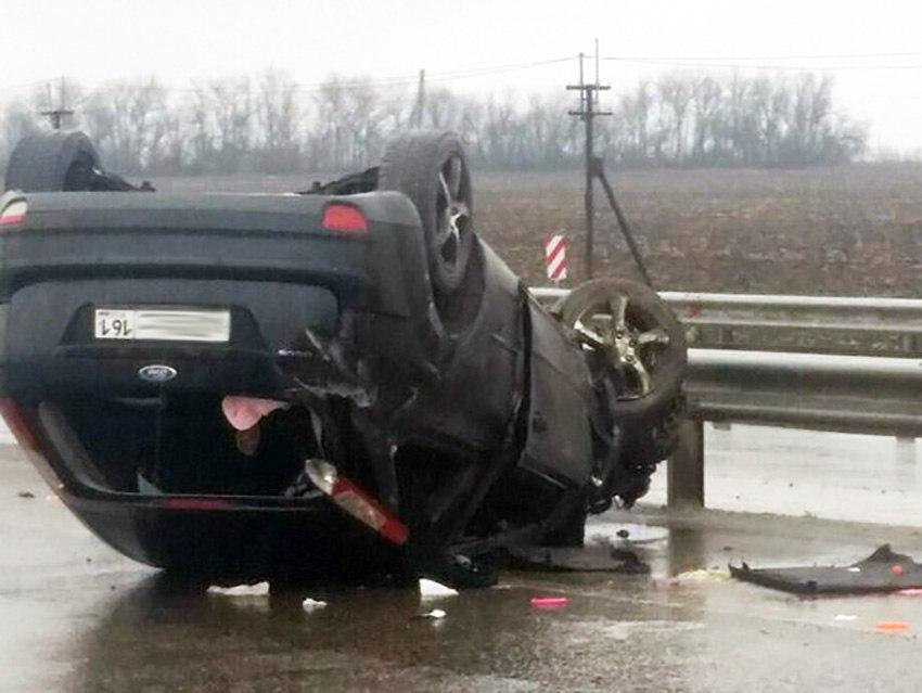 На трассе «Ростов-Таганрог» перевернулся Ford Focus, двое пострадавших