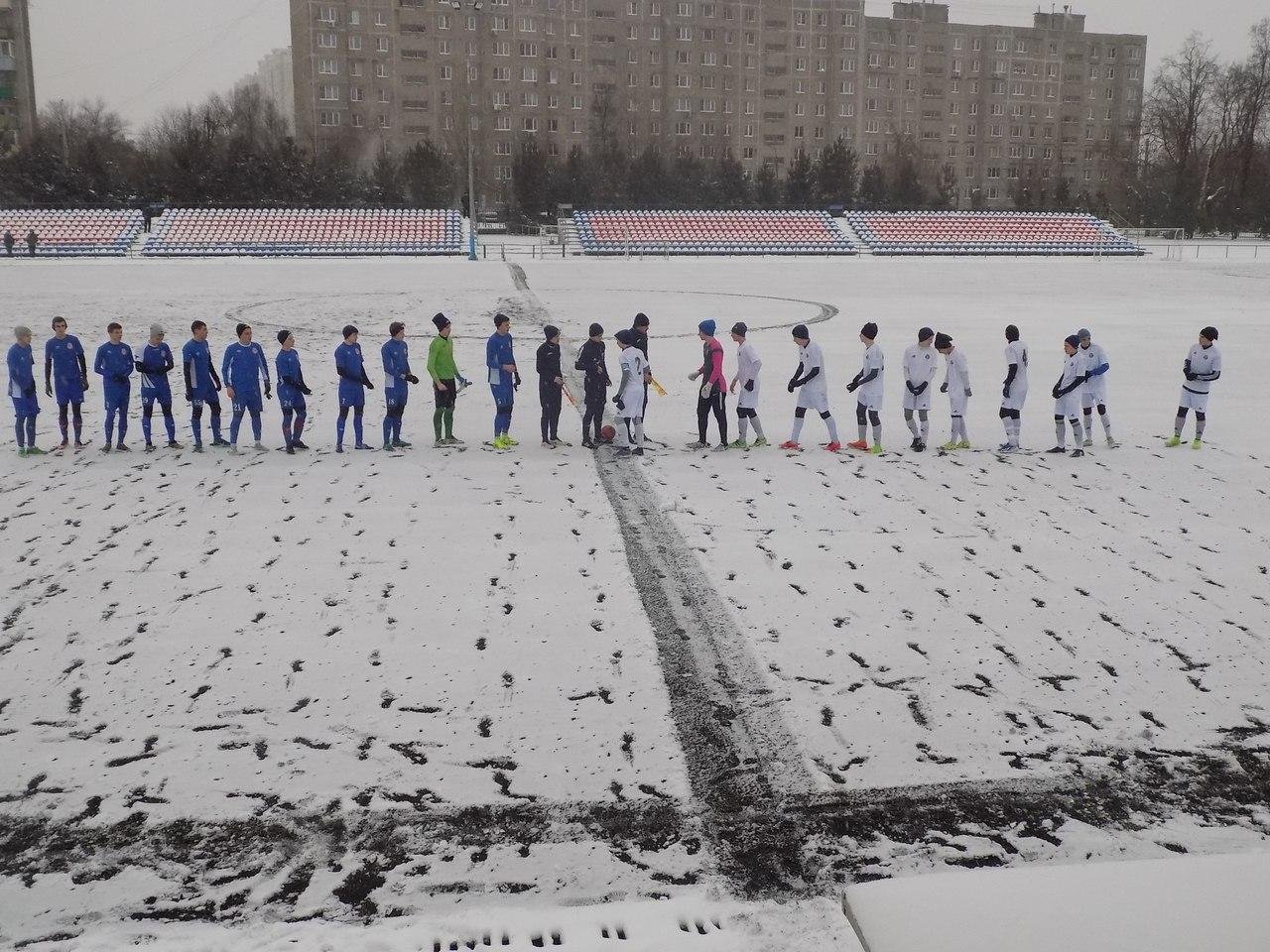 Команды СШ «Витязь» в Зимнем Первенстве Москвы в первом туре первого этапа в пяти проведённых среди зачётных игр набрали восемь очков