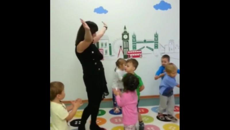 У нас ОПЯТЬ день рождения!🤗 На этот раз – у воспитателя младшей группы Олеси!😊 Олеся, счастья, любви, цветов, танцев, песен, дет