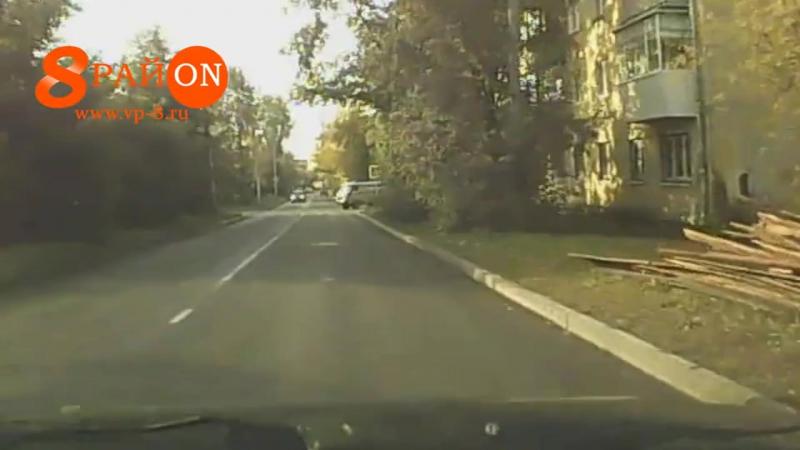В Верхней Пышме автомобиль скорой помощи бесцеремонно подрезал легковушку.