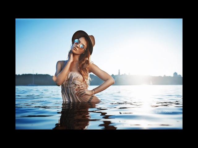 Пляжная фотосессия неудобный отражатель работа с моделью съемка на закате