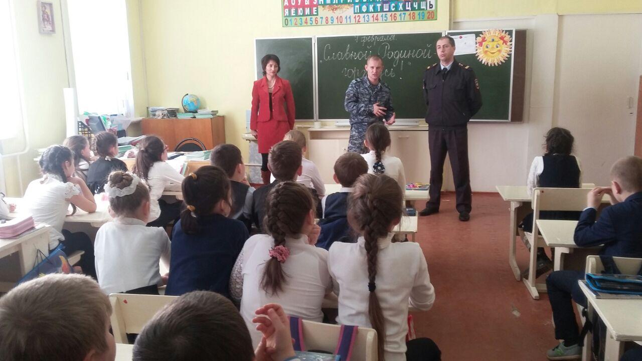 В Зеленчукском районе состоялась встреча представителей Росгвардии и школьников