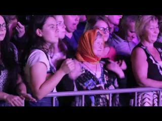 Танцуй пока молодой)) и не только! 😄Бабушка из Коми может 😎👍🏻#Сыктывкар #лето2017 #концерт #танцы #бабушкаЛида #Коми96 #Ottawa