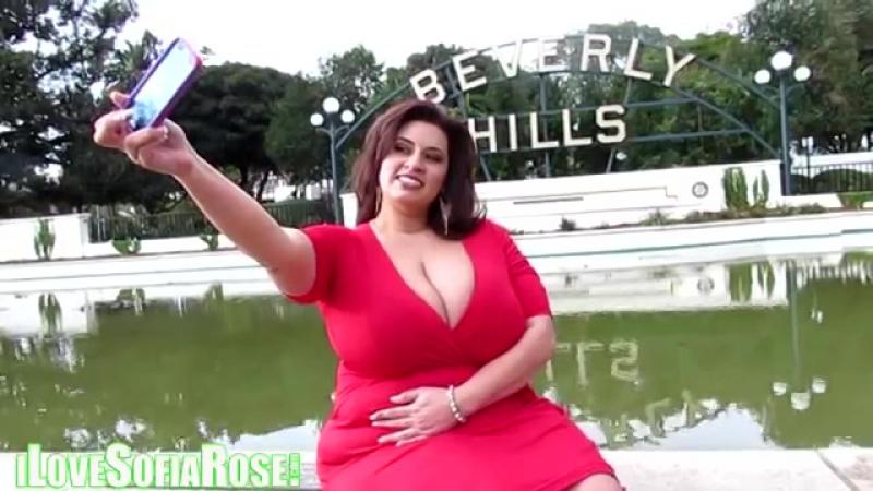 BBW Sofia Rose in Beverly Hills taking selfies