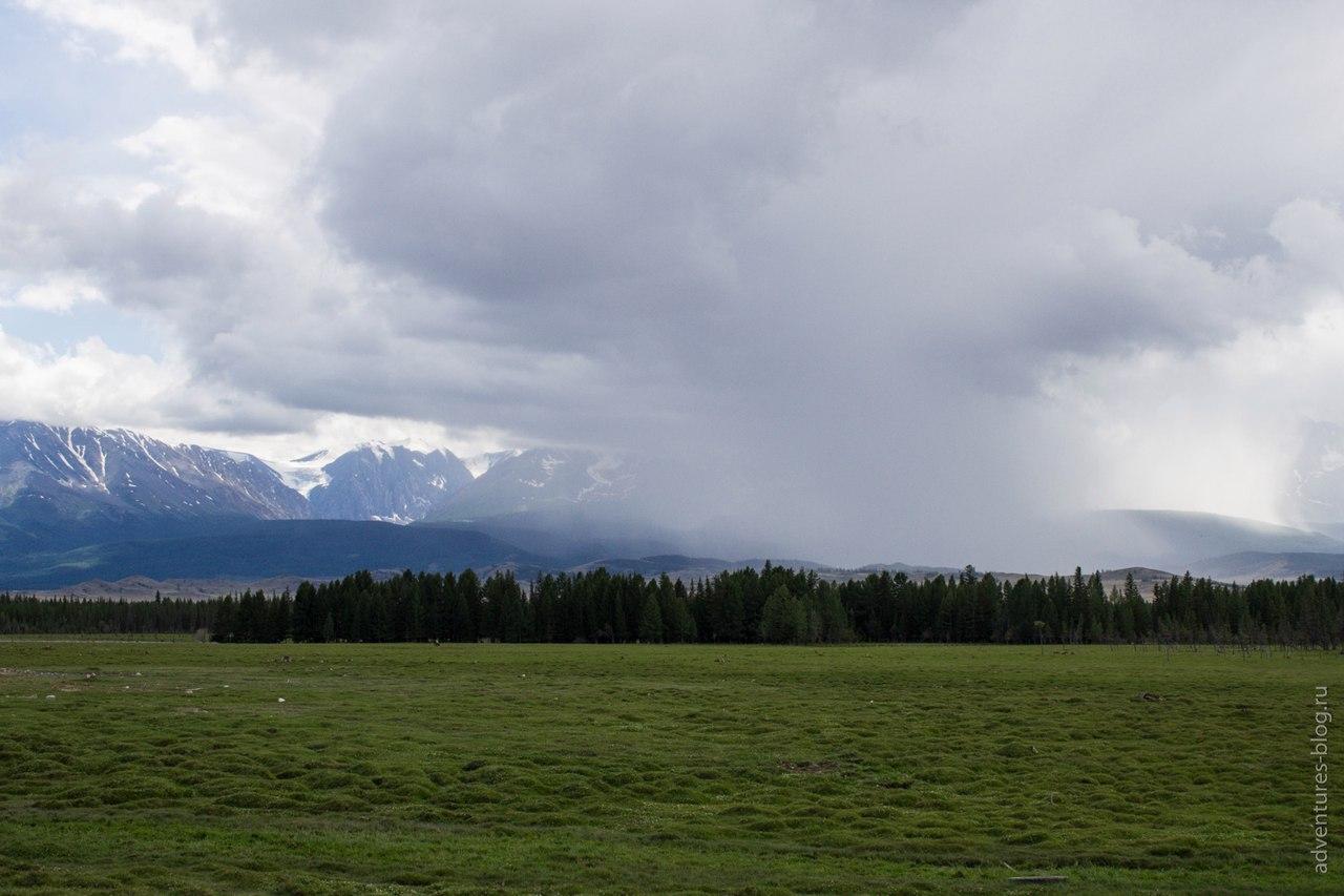 поселок Курай, дождь в горах