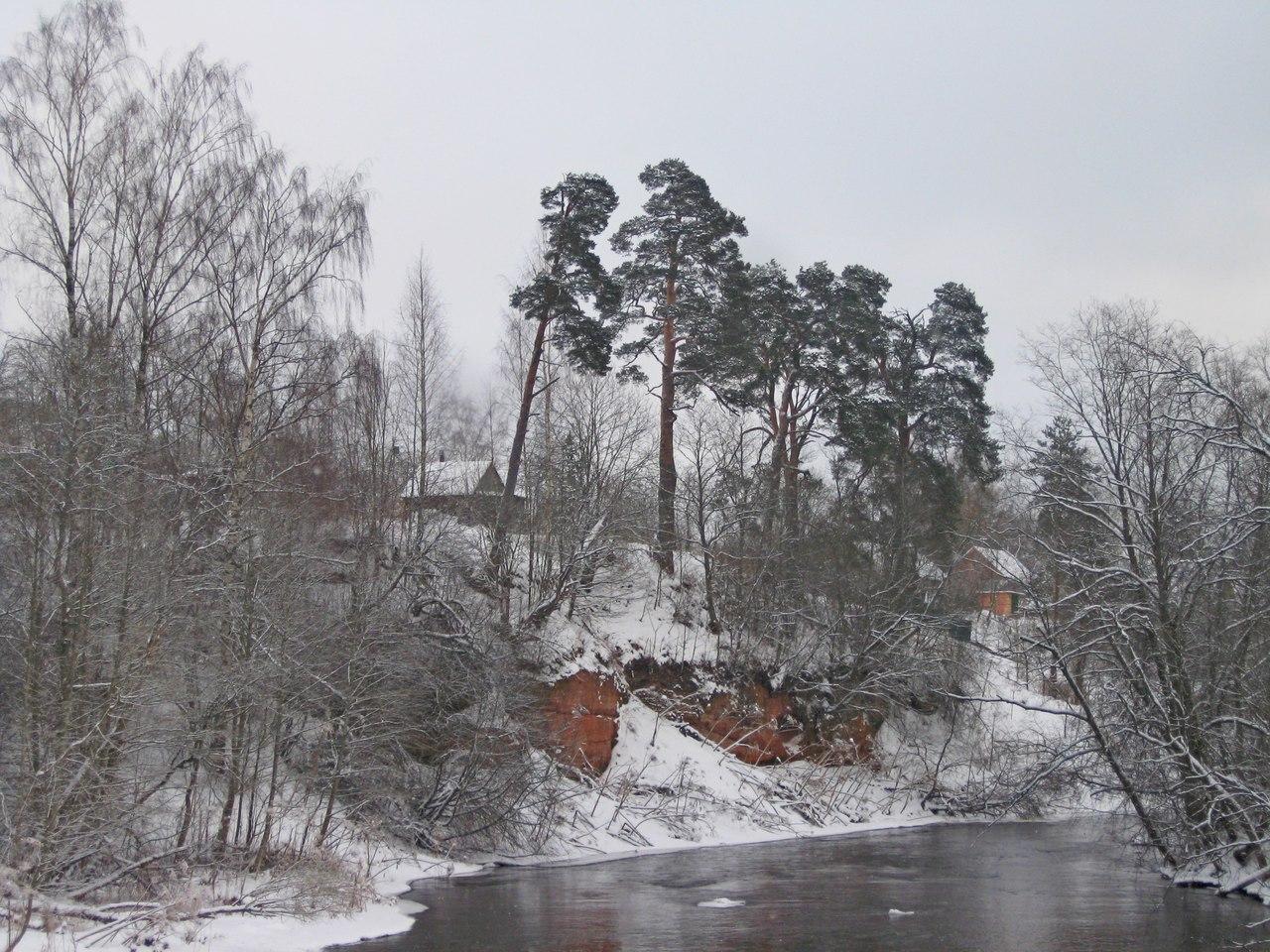 Поездка в Белогорку. Часть 2. Лес, пещера, старинная церковь. И памятник спасителю Петербурга