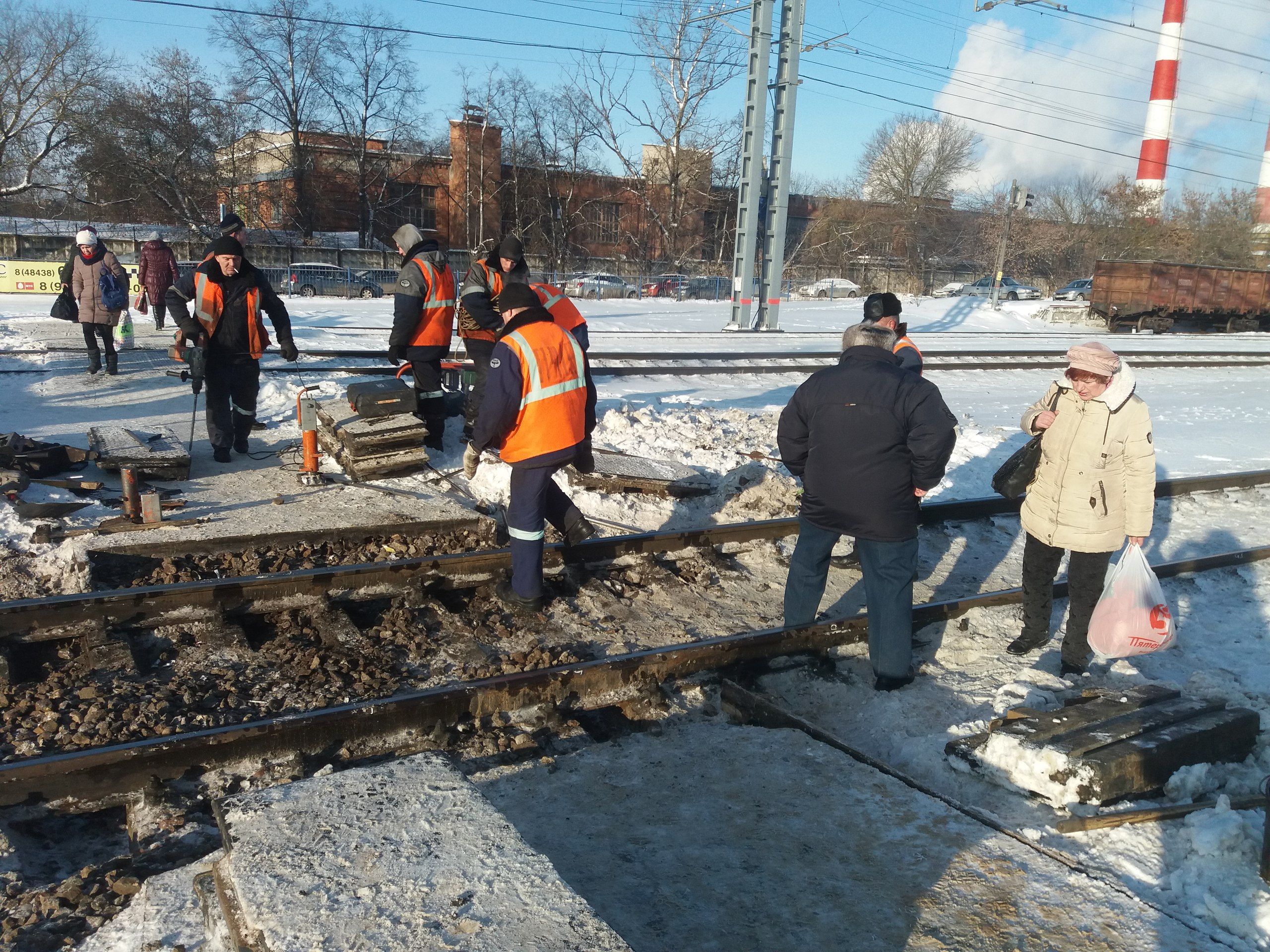 Начальник ст. Балабаново считает, что пешеходный переход через железнодорожные пути не нужен