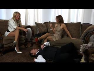 Фемдом femdom раб служит двум госпожам вылизывает туфли slave licking shoe #femdom #nylon #heels #bdsm