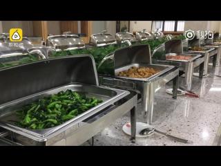Ресторан самообслуживания в китайском университете