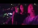 Шнуров флексит на концерте Фары