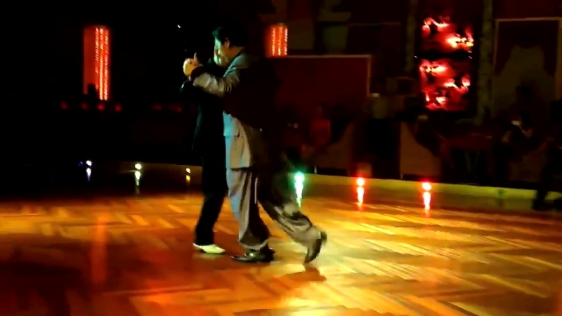 Владимир Эстрин и Менг Уанг (Meng Wang) пошутили на Танго-фестивале в Шанхае в 2012.