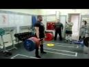 Михаил Шивляков тянет 420 кг в кистевых лямках