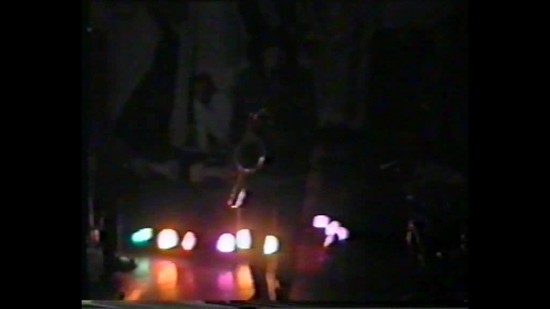 20 sec of the all-night housewarming for Uriel's TUESDAYS Salon - 12.12.2000