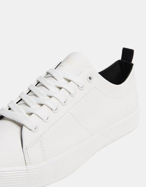 Однотонные мужские кроссовки с рельефной подошвой
