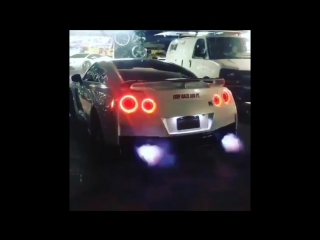 TURBO BATTLE - TOYOTA SUPRA VS NISSAN GT-R R35