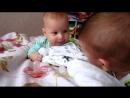 Двойняшки один икает, а другому смешно _)